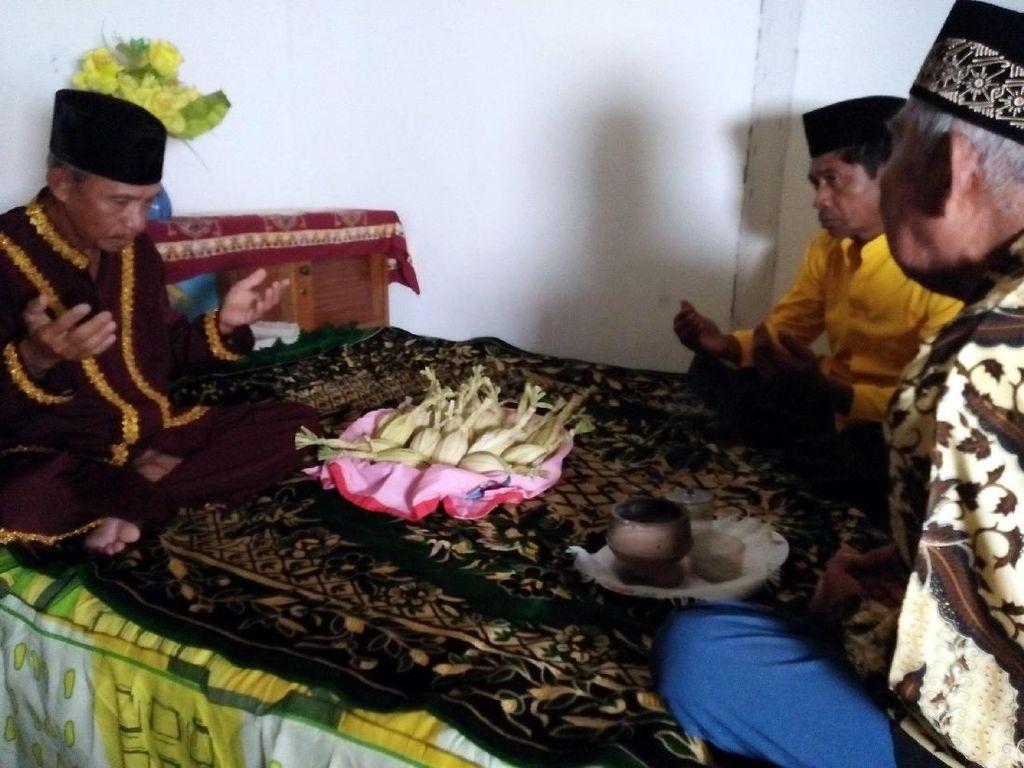 Prosesi Ritual Adat Telur Pertama Burung Maleo di Banggai