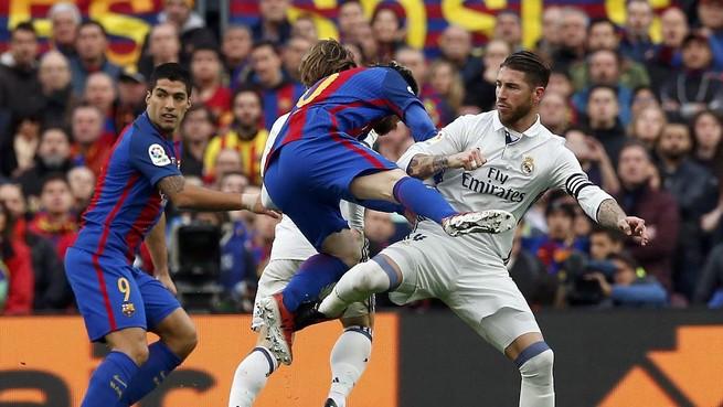 Kegagalan Barcelona Memanfaatkan Celah Lini Tengah Real Madrid