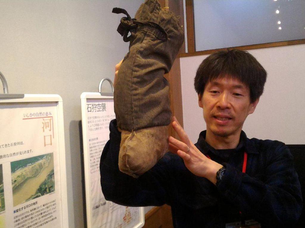 Uniknya Sepatu Kulit Salmon dari Jepang