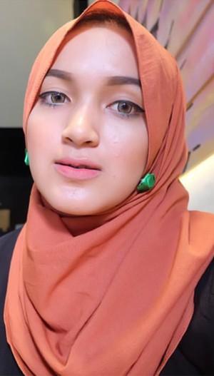 Nyak Khalida Makmoer, Hijabers Cantik Asal Aceh yang Populer di Instagram