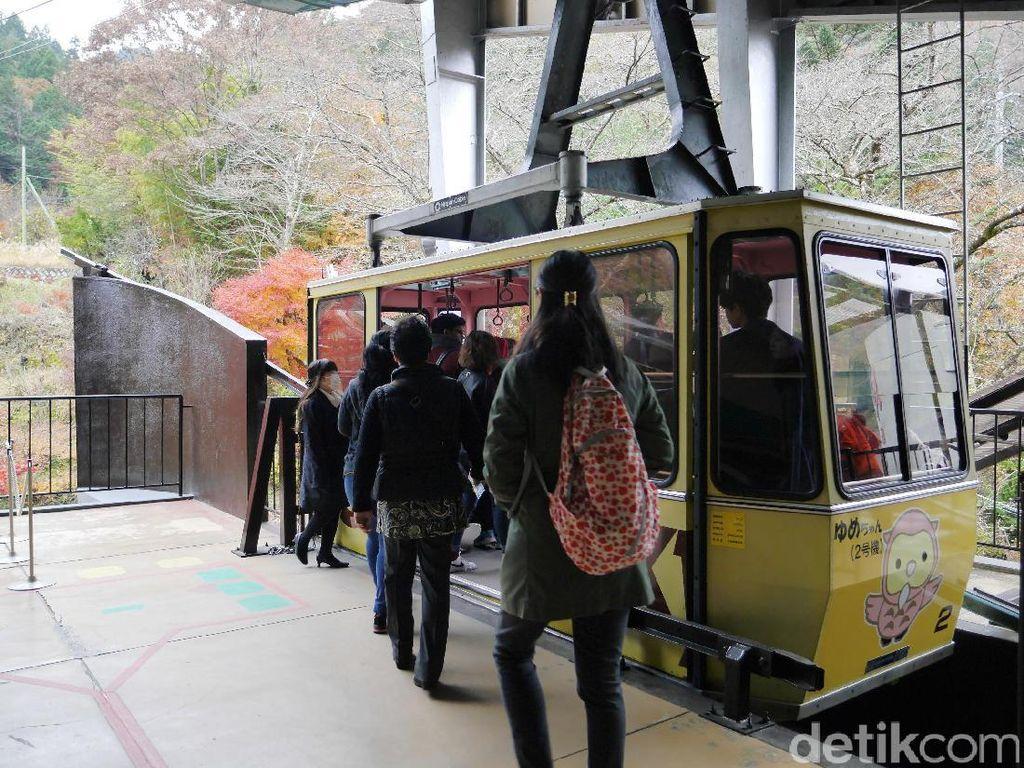 Sensasi Naik Kereta Gantung di Lembah Terindah Jepang