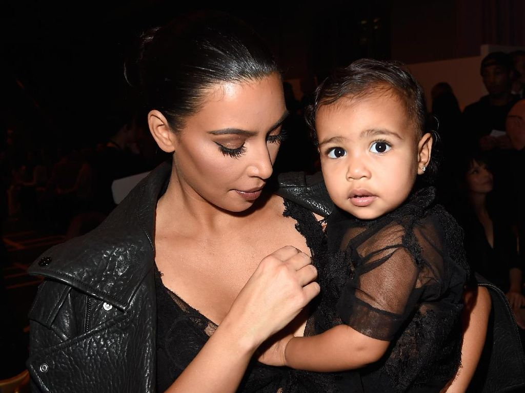 Selain Kim Kardashian, 7 Selebriti Ini Juga Sewa Rahim Demi Punya Anak