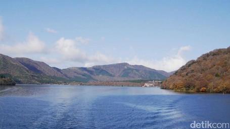 Jepang Punya Danau Cantik Berselimut Legenda Naga Berkepala 9