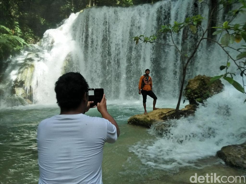 Asyiknya Basah-basahan di Air Terjun Piala, Sulawesi tengah