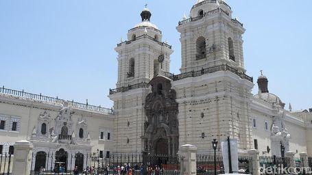 Mengintip Gereja Tertua di Peru, Iglesia de San Francisco