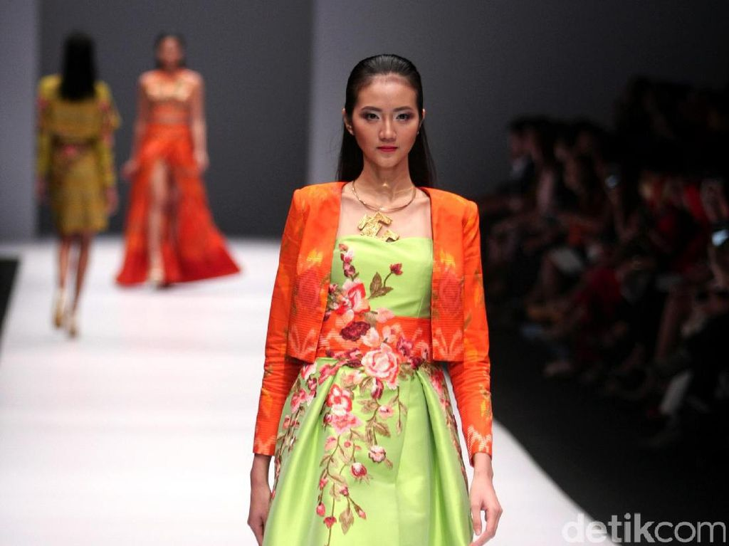 Foto: Koleksi Rudy Chandra di Jakarta Fashion Week 2017