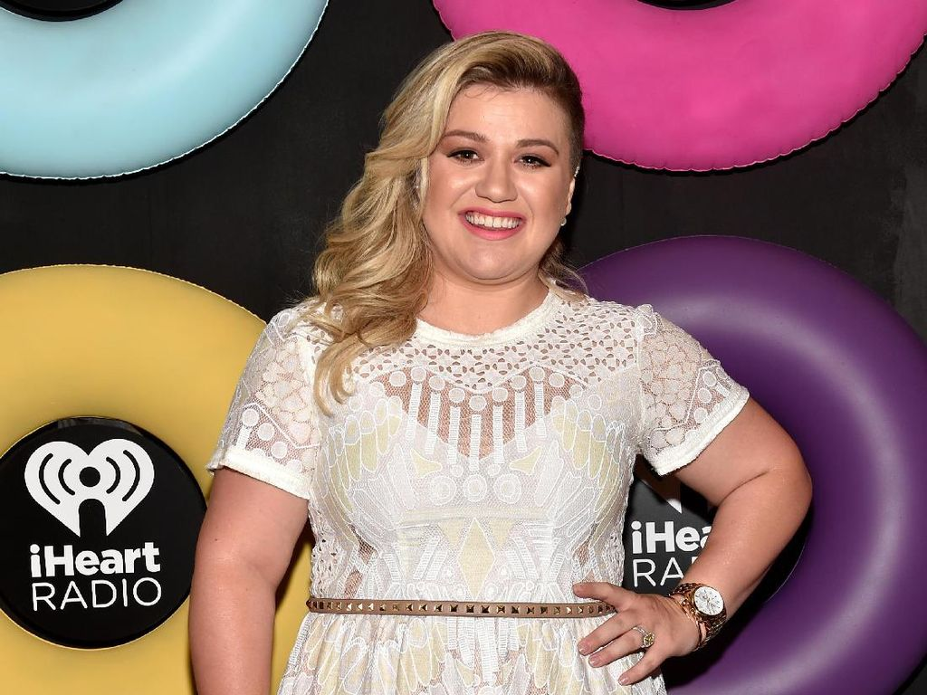 Kelly Clarkson Sering Disangka Carrie Underwood, Miripkah?