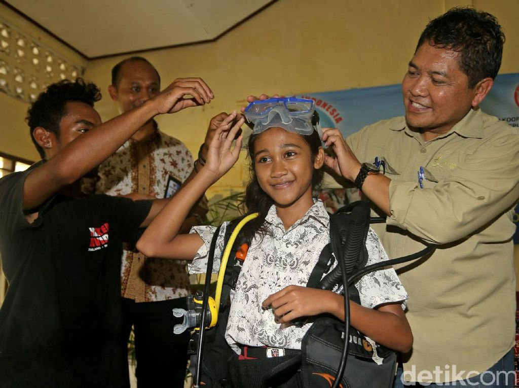 Anak-anak Labuan Bajo Diajak untuk Cintai Laut Sejak Dini