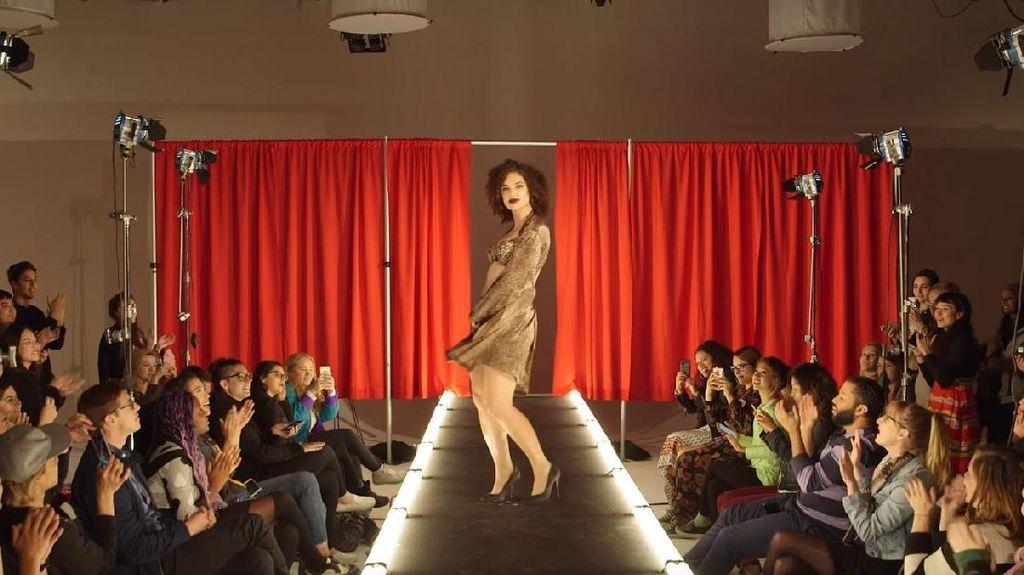 Foto: Ketika Wanita Biasa Tampil dengan Lingerie Ala Model Victorias Secret