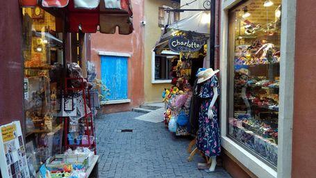 Belanja Puas Di Thaliand, Menyusuri Lorong-lorong Pedesaan Ala Italia