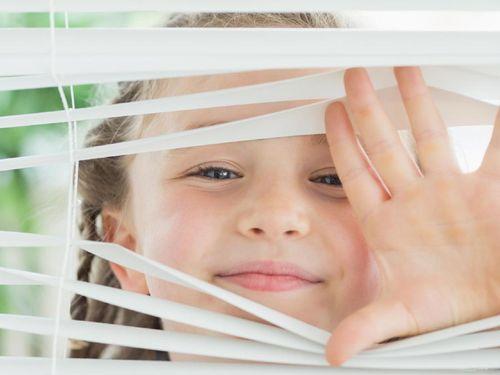 Awasi Anak-anak, Tirai Gulung Bisa Jadi Perlengkapan Rumah Yang Berbahaya