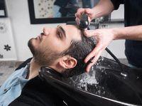 Ada yang menyebut bahwa terlalu sering cuci rambut dengan sampo dapat memicu kerontokan. WebMD melaporkan bahwa memang saat mencuci rambut kita bisa kehilangan sekitar 250 helai rambut namun itu masih wajar. Malah bila tak dicuci ada risiko munculnya masalah gatal-gatal atau iritasi. (Foto: Thinkstock)