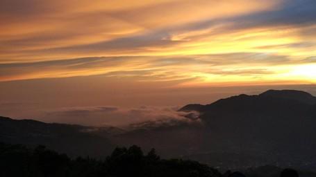 Golden Sunrise Yang Terlalu Indah Untuk Dilewatkan