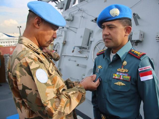 Komandan Konga Unifil 2016 Kunjungi KRI Bung Tomo