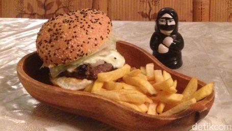 Nyam… Enaknya Susu Dan Burger Unta
