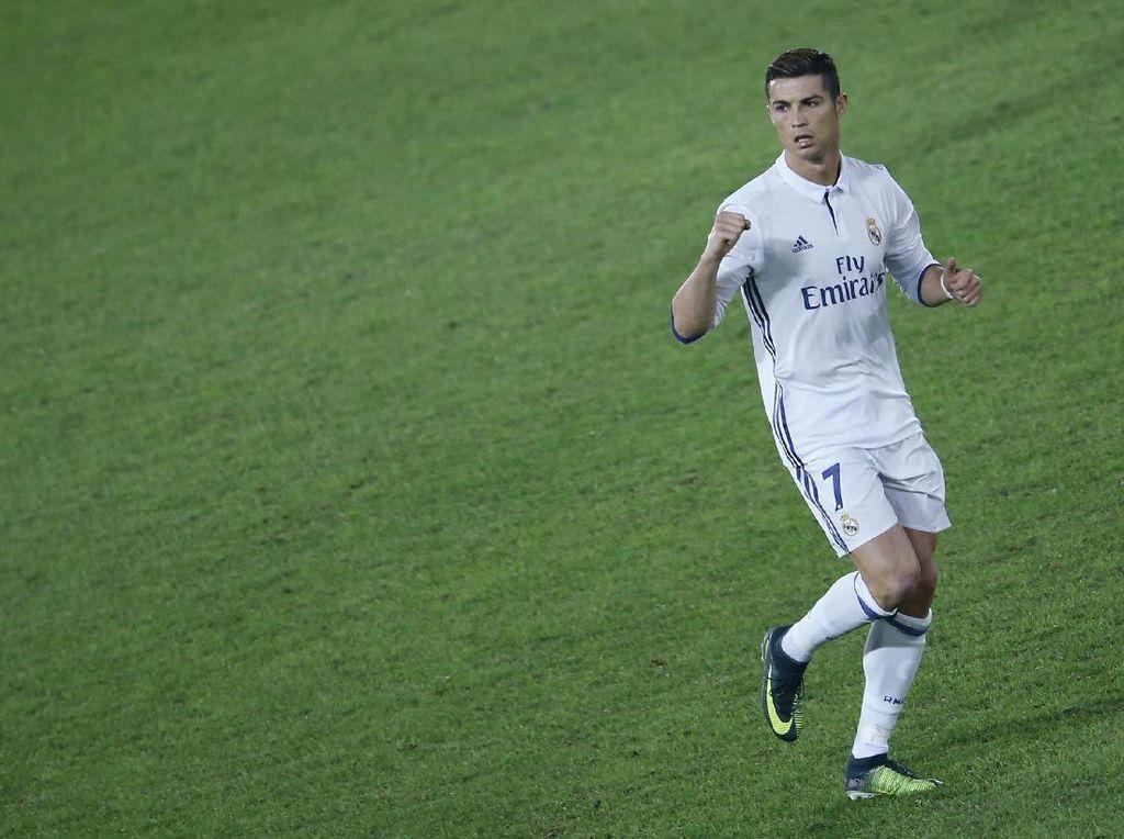 Ronaldo dan Alasannya Jarang Memakai Sepatu Hitam