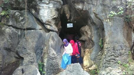 Gua Ngerit, Destinasi Unik Yang Bakalan Hits Di Trenggalek