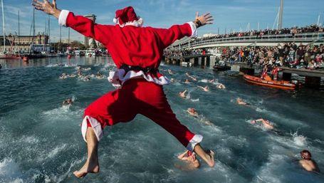 Perayaan Natal yang Unik, Lihat Sinterklas Berenang