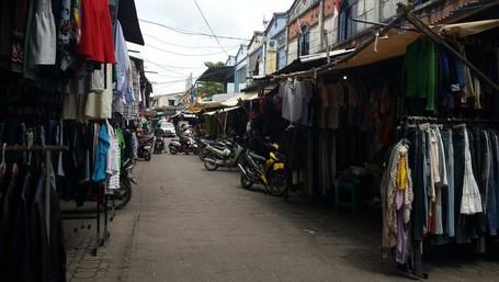 Berburu Barang Bekas Eks Luar Negeri di Pasar Aviari Batam
