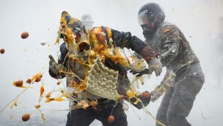 Heboh! Spanyol Punya Festival Perang Telur Dan Tepung Terigu