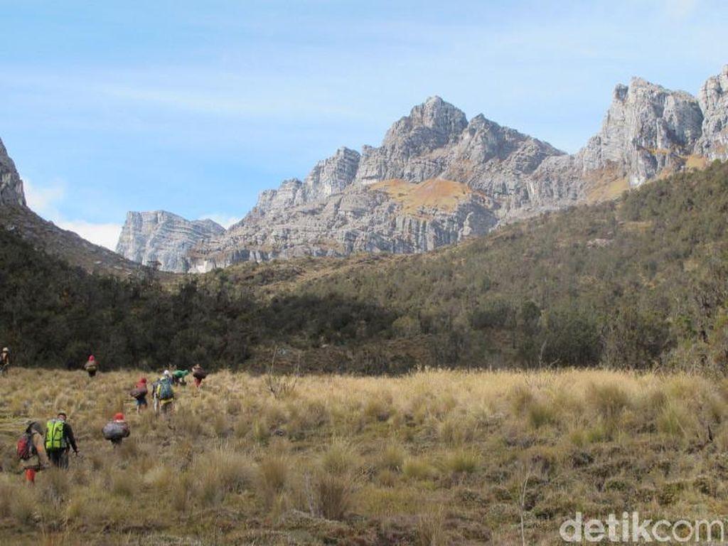 5 Gunung yang Menantang Untuk Didaki 2017