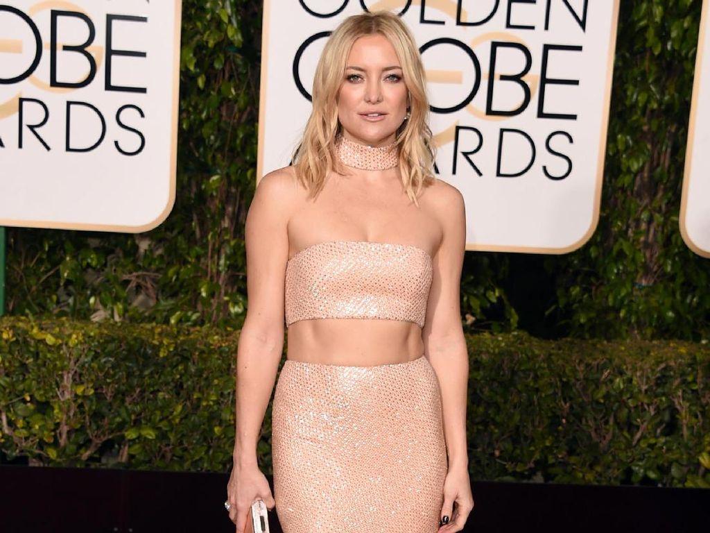 Flashback! 10 Gaya Seksi Selebriti Dunia di Golden Globe Awards