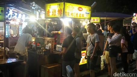 Mau Coba Ayam Goreng Shilin Asli Taiwan, Antrenya Panjang Banget!