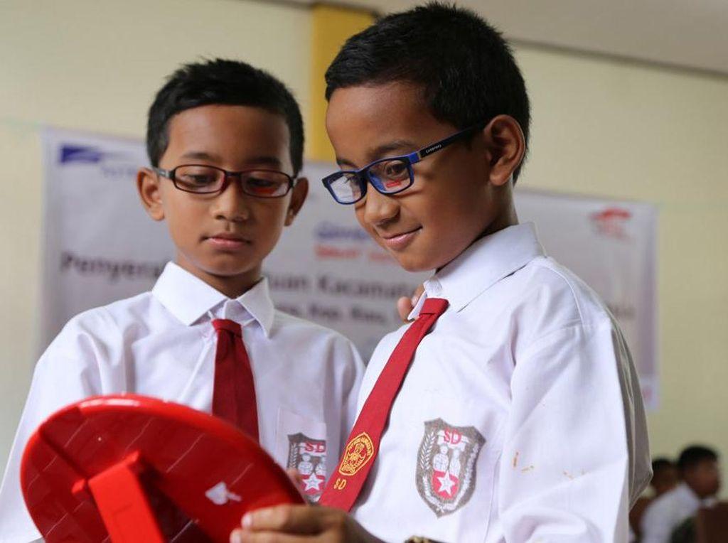 Kacamata Gratis untuk Siswa SD