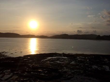 Menikmati Sunset Syahdu di Pantai Tanjung Aan, Lombok