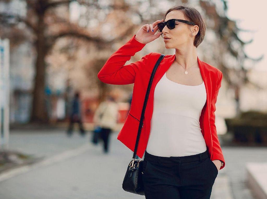 Gaya Outfit of The Day Saat Traveling, Bikin Liburan Makin Pede
