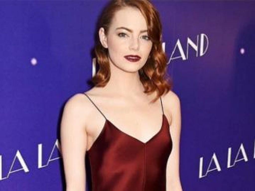 Ini Merek Lipstik yang Dipakai Emma Stone di Premier La La Land London