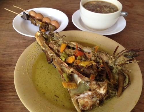 Spesial Pedes Kauman: Sedapnya Mangut Ikan Manyung Pedas Ngoceh!