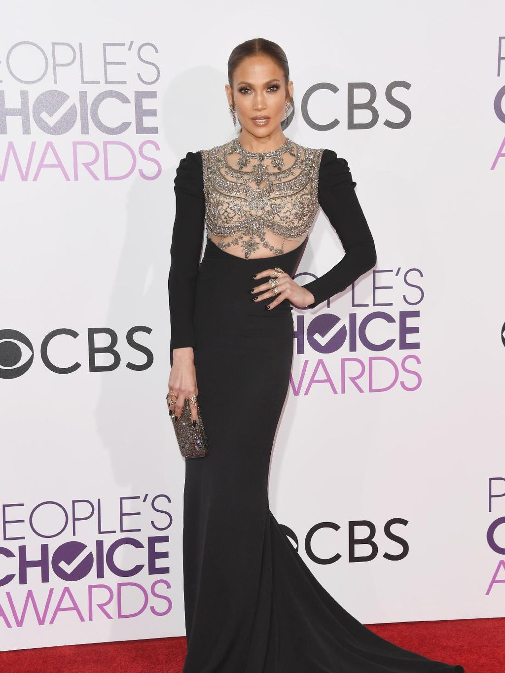 10 Selebriti Berbusana Terbaik di Peoples Choice Awards 2017