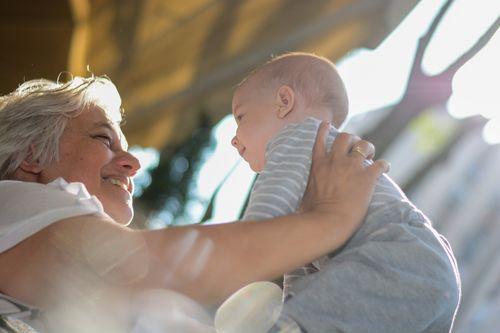 Studi: Tinggal Dekat Neneknya, Anak Berisiko Kegemukan