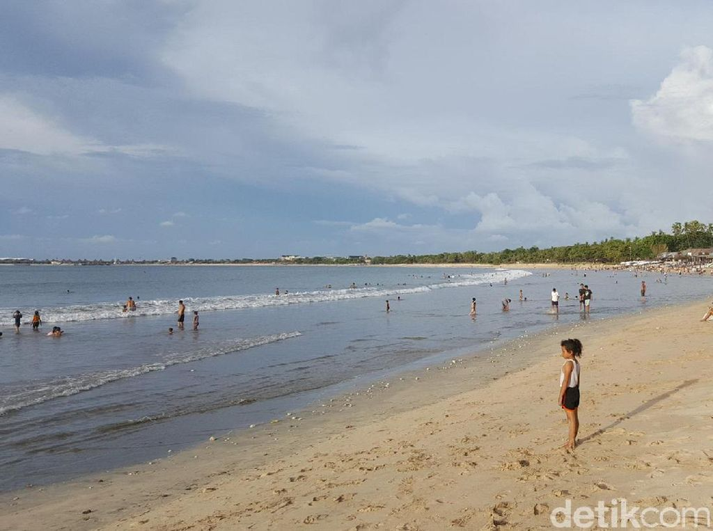 Liburan ke Pantai Jimbaran, Nggak Ada Bosannya