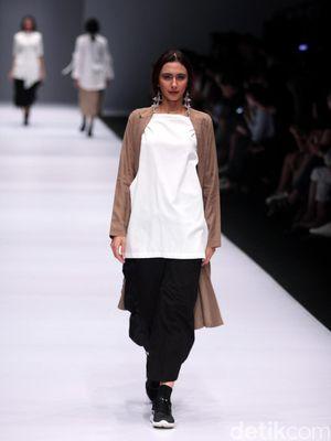 Foto: Koleksi Brand IKYK di Jakarta Fashion Week 2017