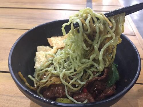 OTW Food Street: Gurih Mantap, Mie Hijau Sapi Lada Hitam dan Martabak Telur