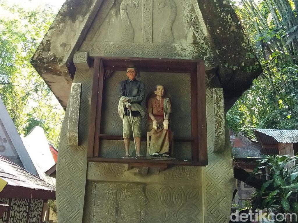 Boneka Kayu Pemakaman Toraja, Ada Harganya!