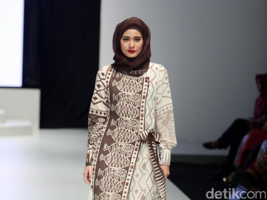 Foto: Koleksi Lia Soraya di Indonesia Fashion Week 2017