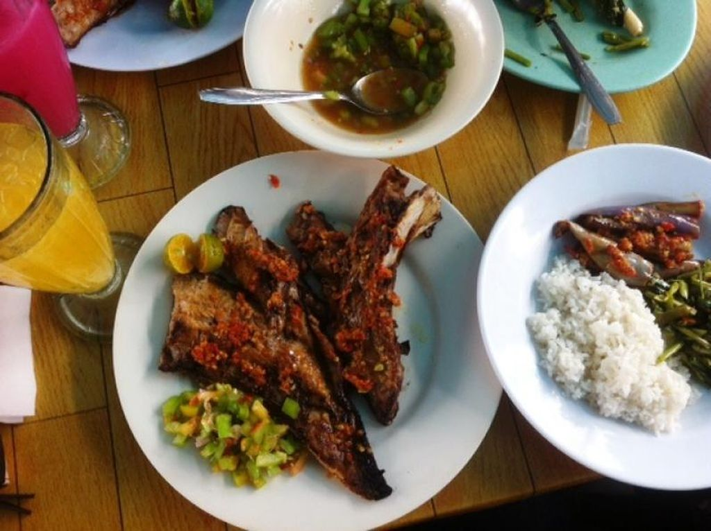 Wisata Kuliner Rahang Tuna Bakar Rica Manado yang Bikin Goyang Lidah