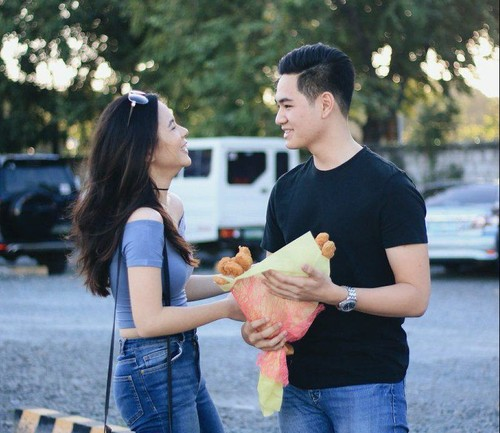 Wah, Romantisnya! Pria Ini Berikan Buket Chicken Nugget untuk Kekasihnya