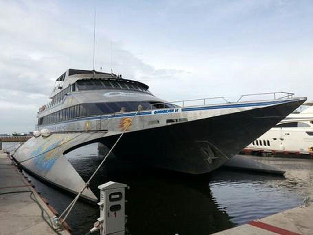 Manjakan Pacar Naik Yacht Mewah ke Kepulauan Seribu