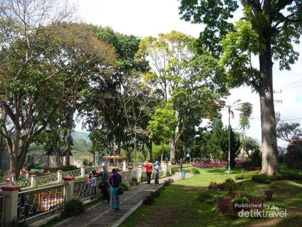Sejuk Romantis di 5 Objek Wisata Bukittinggi