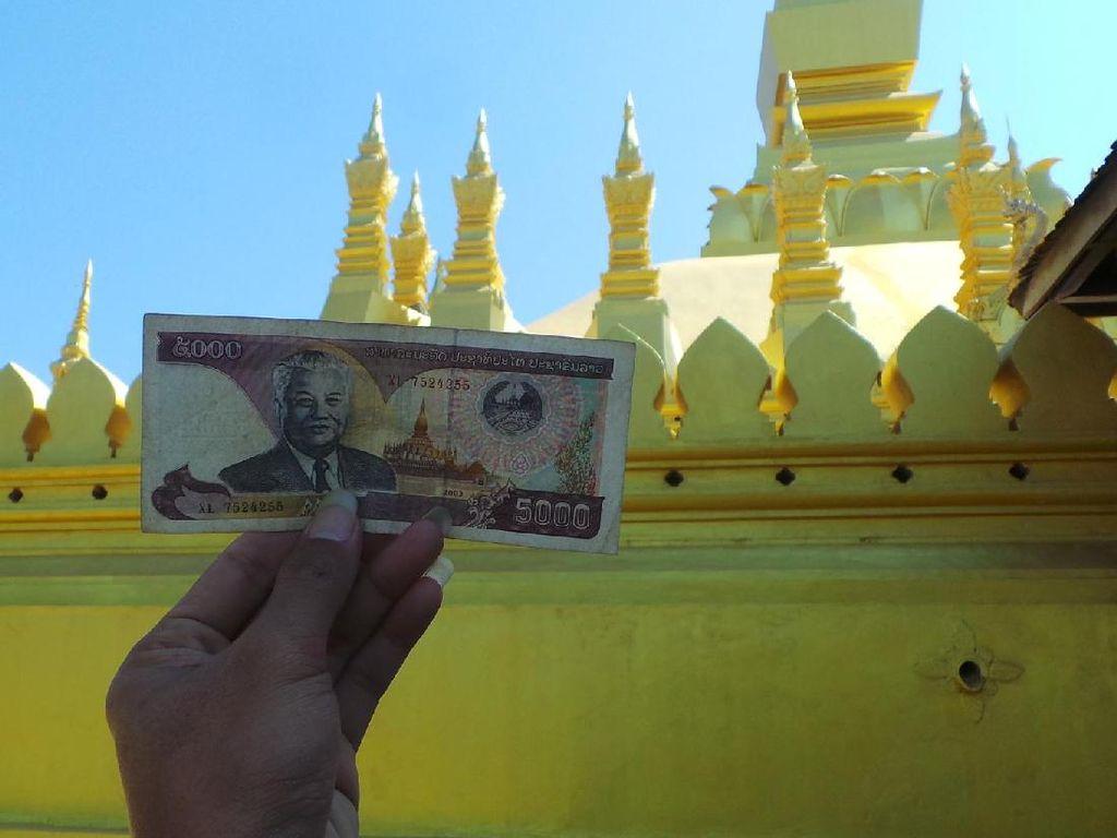 Aneka Fakta Menarik Soal Stupa Emas di Laos
