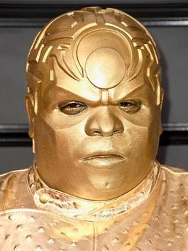 Tak Dikenali, CeeLo Green Tampil Seperti Robot Emas di Grammy Awards