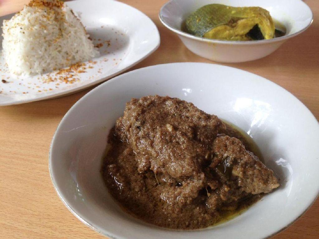 Di Sini Ada Bebek Masak Kurma dan Roti Jala Kari Khas Aceh