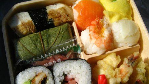 Agar Diet Sukses, 4 Hal Ini Tidak Boleh Dilakukan Saat Makan Siang 1