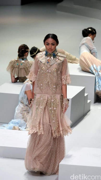 Foto: Koleksi Malik Moestaram di Indonesia Fashion Week 2017