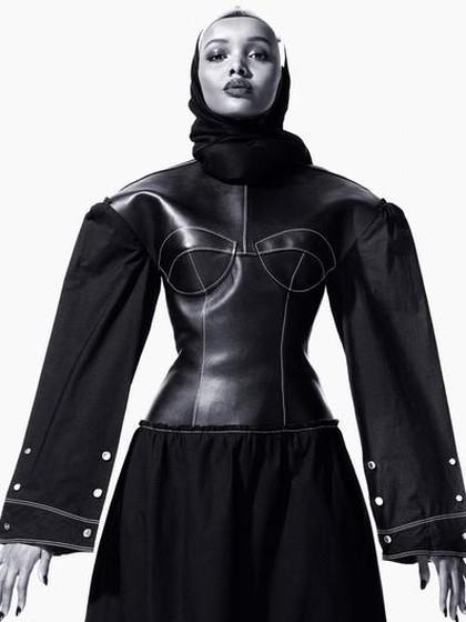 Kanye West Pakai Model Berhijab di Fashion Show Yeezy