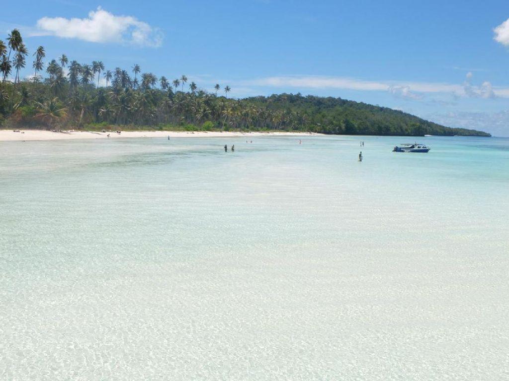 Lupakan Status Jomblo, Ayo Liburan ke 5 Pulau Cantik di Indonesia